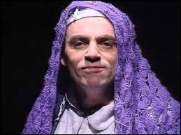 Quel personnage récurrent de femme juive Élie Kakou incarnait-il sur scène ?