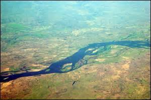 Lequel de ces grands fleuves d'Afrique prend sa source en Zambie ?