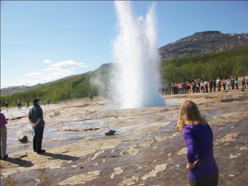 Pour quelle raison l'Islande présente-t-elle un volcanisme d'une telle intensité ?