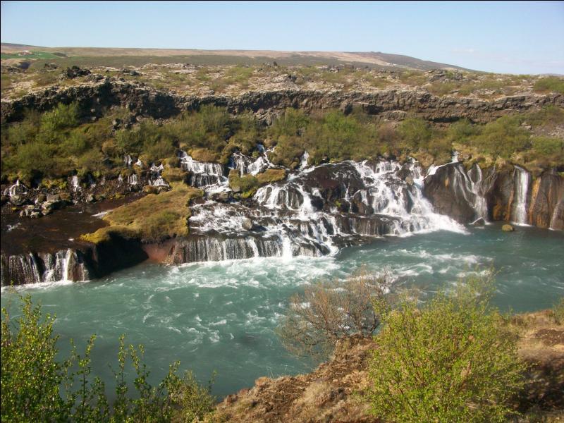 """Quel est ce superbe ensemble de cascades situé dans l'ouest du pays et dont le nom peut être traduit par """"cascades de lave"""" ?"""