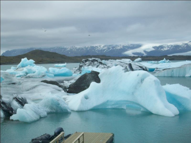 Comment se nomme le spectaculaire lagon glaciaire de la côte sud né de la rencontre entre le plus vaste glacier d'Europe et l'océan Atlantique ?