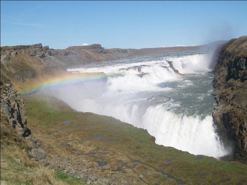 Sous quelle appellation regroupe-t-on les trois sites touristiques majeurs de l'Islande situés à proximité les uns des autres et de la capitale, Reykjavik (la cascade de Gullfoss, la faille de Thingvellir et le site géothermique de Geysir) ?