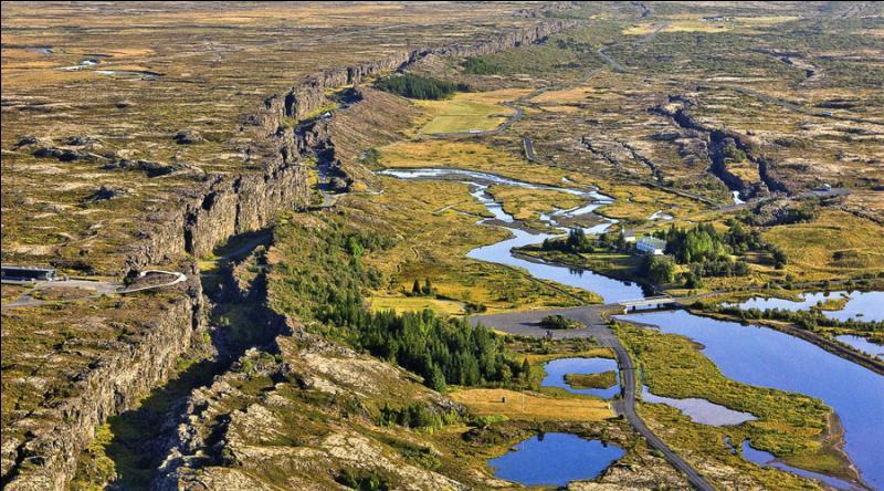 Le site de Thingvellir est remarquable, non seulement d'un point de vue géologique, mais aussi d'un point de vue politique. Pourquoi ce site est-il un grand lieu de l'histoire politique islandaise et même européenne ?