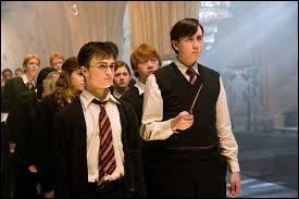 """Dans l'Ordre du Phénix, Neville n'arrive pas à faire le sort nommé """"Expelliarmus"""". Mais sur qui parvient-il enfin à le faire ?"""
