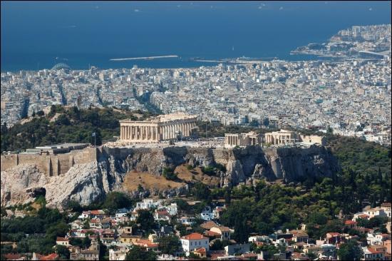 Quelle capitale est baignée par la mer Egée ?