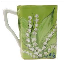 Tasse haute utilisée sans soucoupe :
