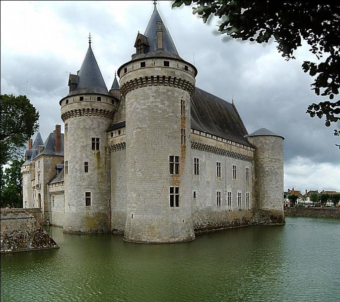 Département limitrophe de la région Ile-de-France - la ville de Pithiviers - la région naturelle forestière de Sologne - le musée de Jeanne d'Arc