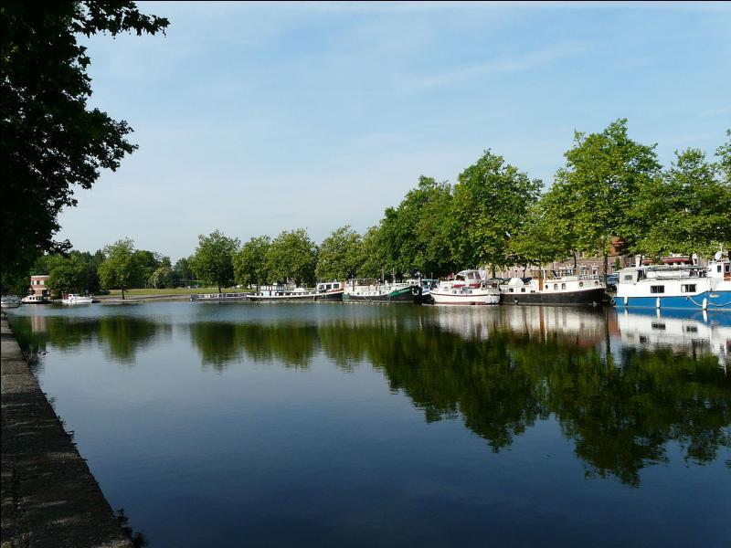 La ville de Valenciennes - département frontalier de l'Aisne - les bassins Houillers - la course cycliste du Paris-Roubaix