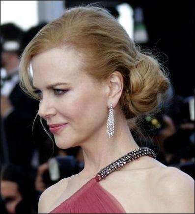 Reconnaissez-vous cette célèbre actrice australo-américaine dont le port de tête est magnifié par un chignon ?