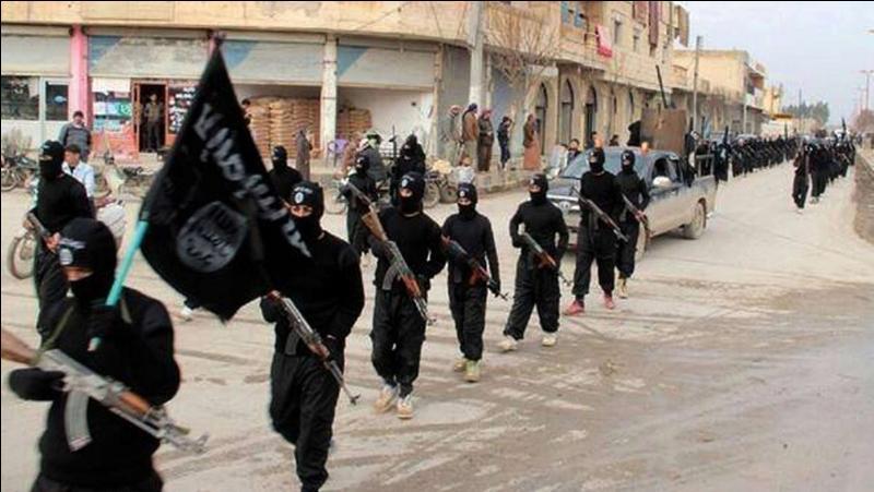 A quelle date est proclamé le rétablissement du califat par Daesh dans les territoires que l'organisation contrôle ?