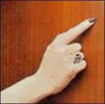 Et cette main appartient à :