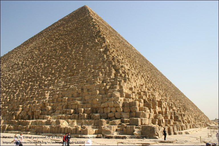 La grande pyramide de Gizeh est un bâtiment qui fascine l'humanité depuis des millénaires. Selon une théorie probable, elle serait le tombeau du pharaon...