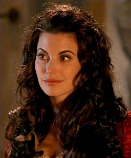 D'accord ce n'est pas une princesse mais bon, ce n'est pas grave. Elle est belle donc elle peut être considérée comme une princesse et puis elle reste l'héroïne d'un conte, c'est...