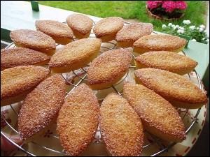 Sous quel nom était autrefois connu le financier, petit gâteau à base de poudre d'amandes ?