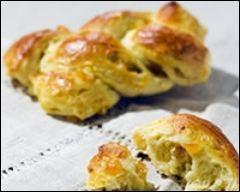Quel nom porte cette pâtisserie en pâte à choux glacée de losanges d'angélique ?
