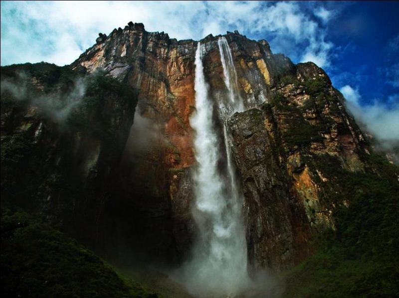 Où se trouvent les chutes Salto Ángel ?