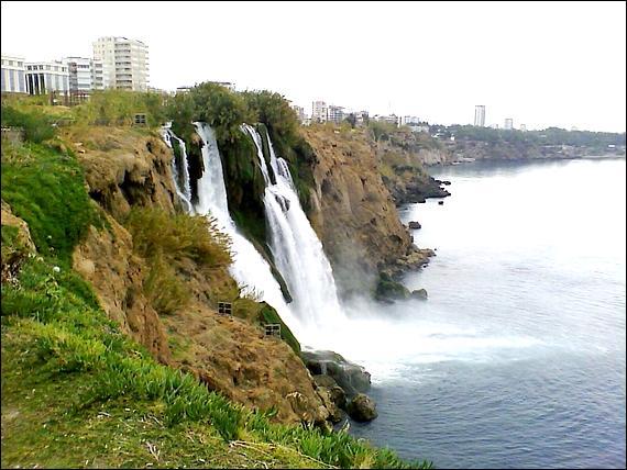 Où se trouvent les chutes de Düden ?