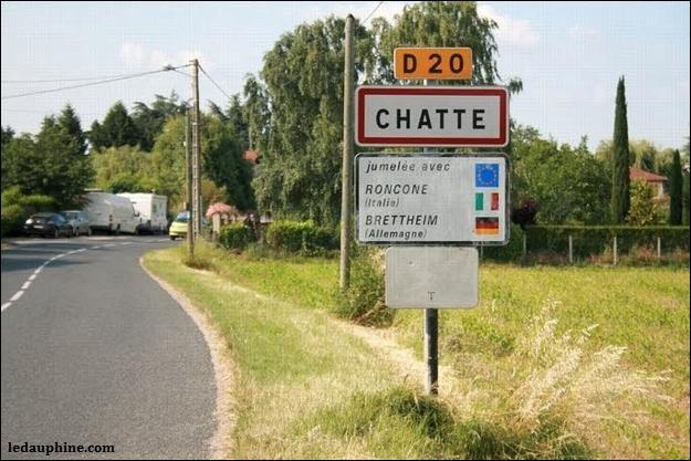 Je vous présente la commune de Chatte, charmant n'est-ce pas ? Quelle route départementale traverse Chatte de part et d'autre ?