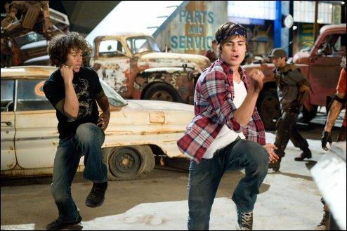 Dans HSM 3, que chantent Chad & Troy au garage?