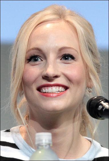 Qui joue le rôle de Caroline ?