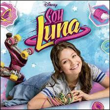 Comment s'appelle la chanson chantée par Luna lors du générique ?
