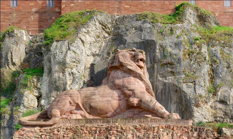 Ce lion, sculpture d'Auguste Bartholdi, commémore la résistance des habitants lorsque j'étais assiégée par les Prussiens durant la guerre de 1870. Je suis :