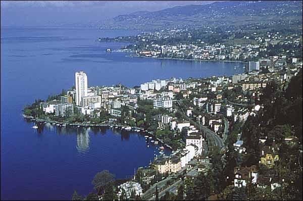 Dans quel pays se trouve Montreux ?