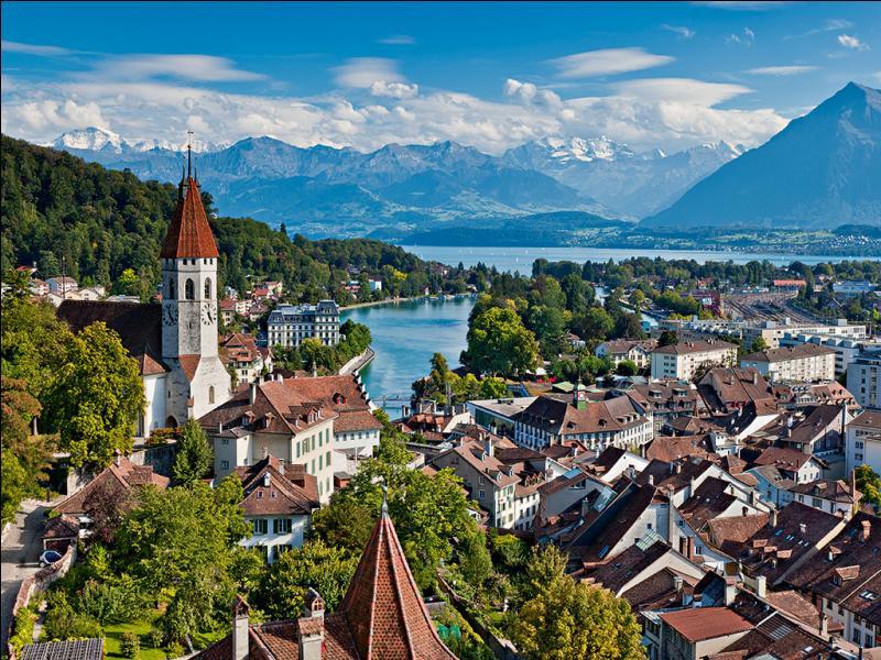 Dans quel pays se trouve Interlaken ?