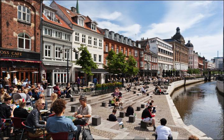Dans quel pays se trouve Aarhus ?