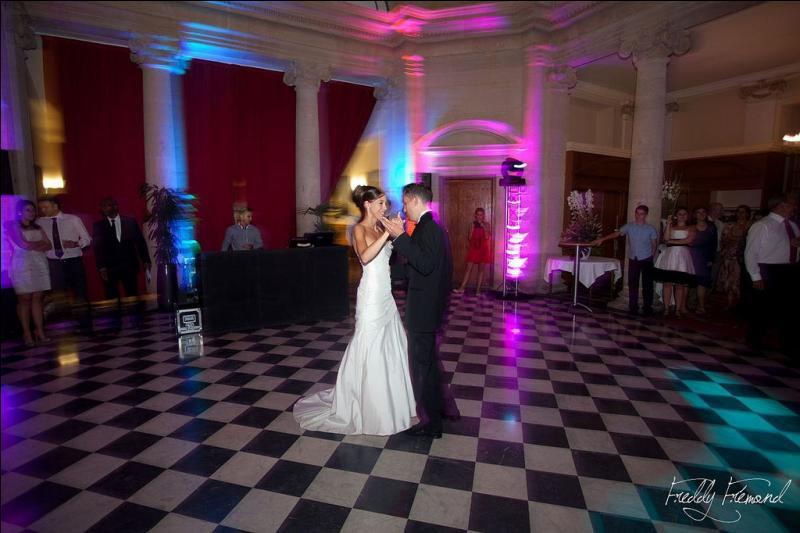 Allez, encore une danse, son vieux mari attendra bien encore un peu !
