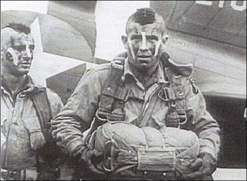 """Le film """"Les Douze Salopards"""" s'est inspiré des soldats visibles sur la photo. Qui étaient-ils ?"""