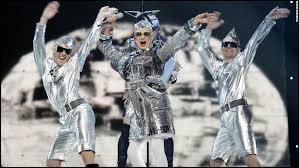 Qui est ce chanteur ayant représenté l'Ukraine en 2007 avec sa chanson ''Dancing Lasha Tumbai'' ?
