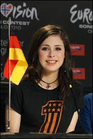 """Qui est cette chanteuse ayant représenté l'Allemagne en 2010 avec sa chanson """"Satellite"""" ?"""