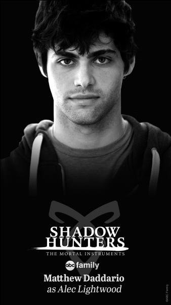 De qui Alec est-il amoureux au début de la série ?
