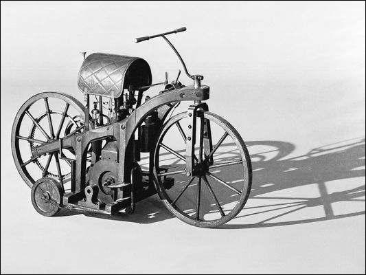Umetaro Suzuki a inventé la moto en 1912.