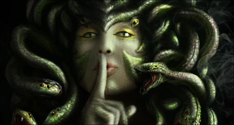 Quel personnage de la mythologie grecque est célèbre pour sa chevelure faite de serpents entrelacés ?