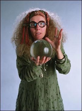 Professeur de divination et souffre-douleur d'Ombrage dans le tome 5, Sybille Trelawney eut une grand-mère voyante très célèbre du prénom de...