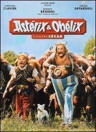 Quel est le nom de l'acteur (effacé sur cette affiche) jouant le rôle de Tullius Detritus dans le film « Astérix et Obélix contre César » ?