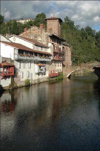 Vous avez bien marché sur la via Podiensis. Faites une halte dans cette commune des Pyrénées-Atlantiques dont le gentilé est Donibandar. Où êtes-vous ?