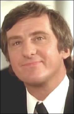 Acteur de théâtre puis de télévision avant de connaître le cinéma à partir des années 1970, je suis ?