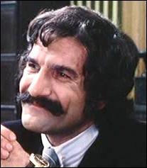 Acteur d'origine espagnole, il fit du doublage pour dessins animés en même temps qu'il se consacra à sa carrière d'acteur, je suis ?