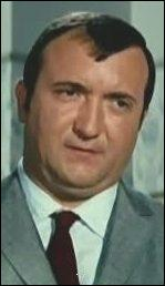 Acteur comptant une filmographie très fournie, il restera pour beaucoup le naïf inspecteur Bertrand du commissaire Juve incarné par De Funès dans l'adaptation comique des Fantomas. Je suis ?