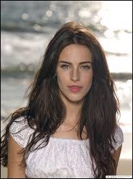 Quelle actrice joue le rôle de Adrianna ?