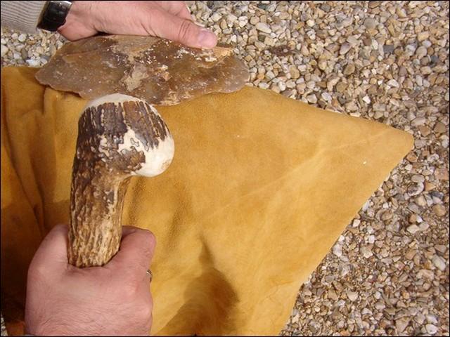 Se tailler un steack dans un gibier n'étant pas évident, l'homme préhistorique se devait de trouver une solution !
