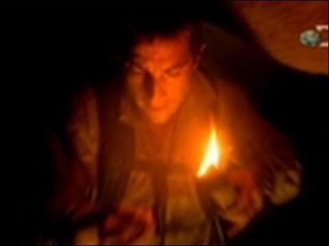 Il faisait très noir dans ces cavernes, c'est pourquoi tonton préhistoire inventa ...