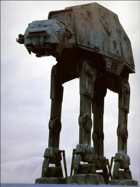 Quelle technique Luke utilise-t-il pour faire trébucher un quadripode de l'Empire ?