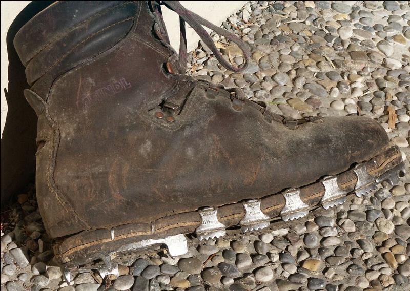 Qui a inventé une chaussure cloutée d'escalade au Salève ?