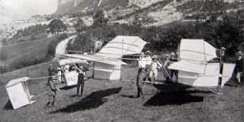 En quelle année David Deluz décolle-t-il pour la première fois avec une machine volante depuis Bossey ?
