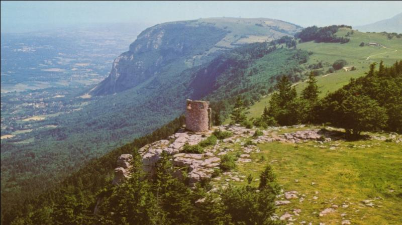 Quelle est l'altitude du mont Salève à la tour Bastian ?