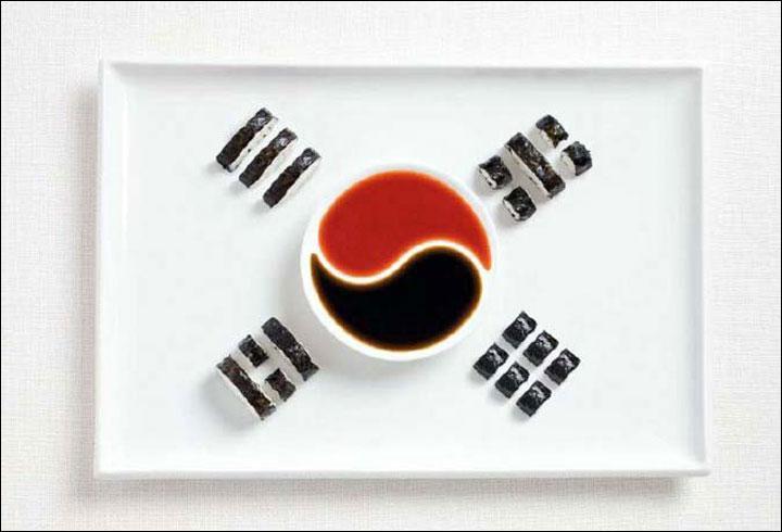 Un bon petit café coloré avec des sortes de sushis. Rien de tel pour représenter...